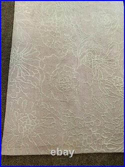 Pottery Barn Kids Wool Rug Carmen 5x8 Off-White Flower Outlines On Pale Pink